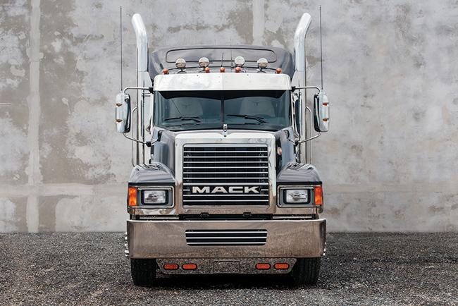 mack_trucks_grill