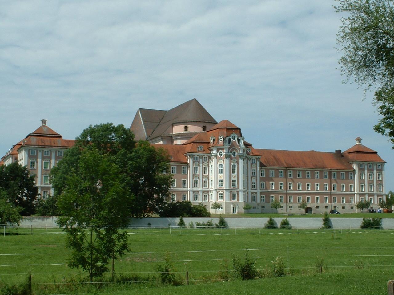 Thư viện thuộc tu viện Wiblingen - Nơi chứa đựng thánh tích từ cuộc Thập tự chinh đầu tiên
