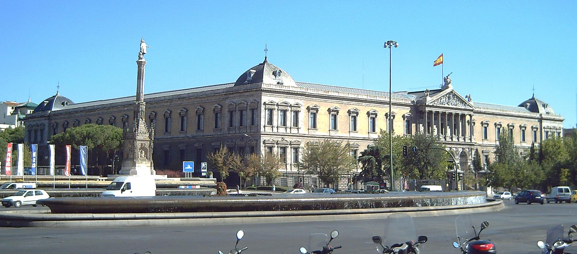 Thư viện quốc gia Tây Ban Nha và những bức tượng đá tuyệt tác