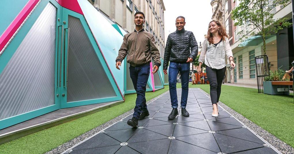 Bạn sẽ tạo ra điện nếu đi bộ tại London
