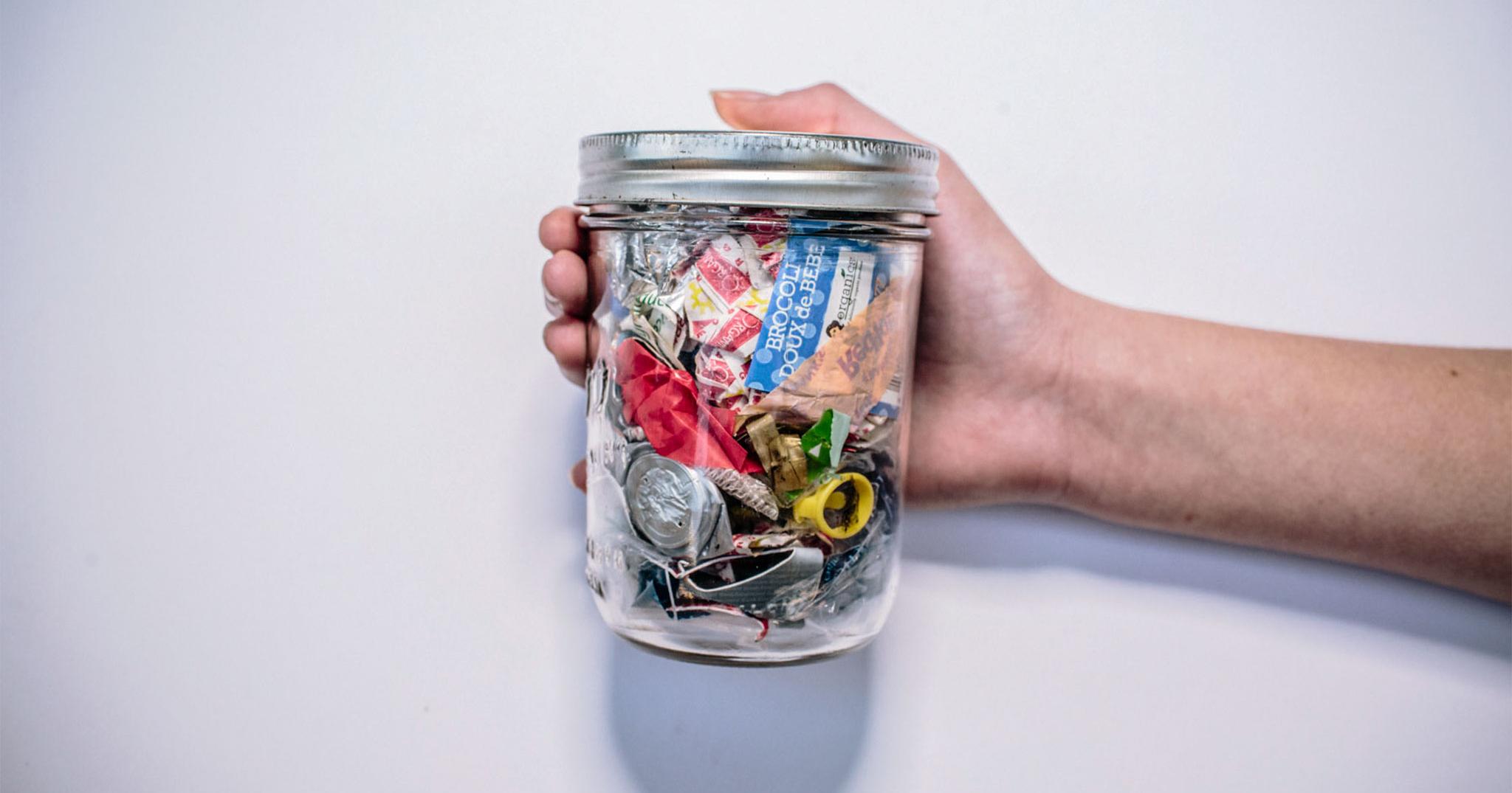 Trải nghiệm thật từ những người chỉ thải ra một lọ rác mỗi năm