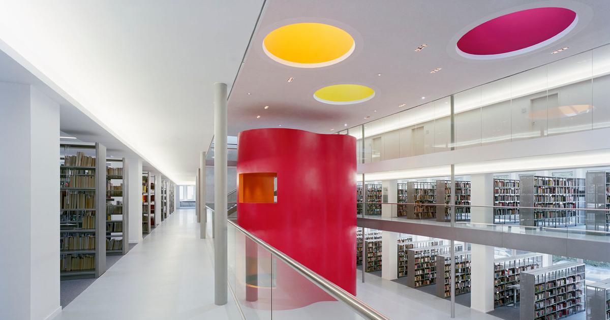 Thư viện trung tâm thành phố Frankfurt hấp dẫn du khách với màu sắc bắt mắt