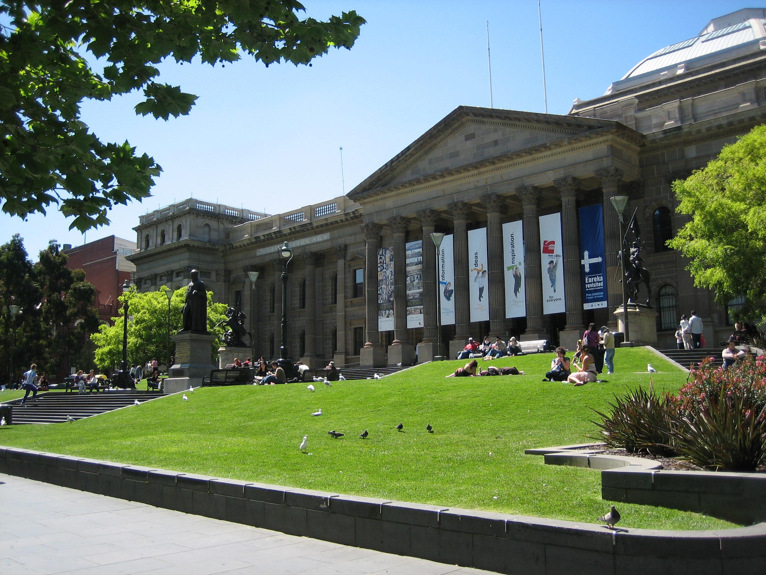 Khám phá thư viện tiểu bang Victoria với trần vòm hùng vĩ từ thế kỷ 19