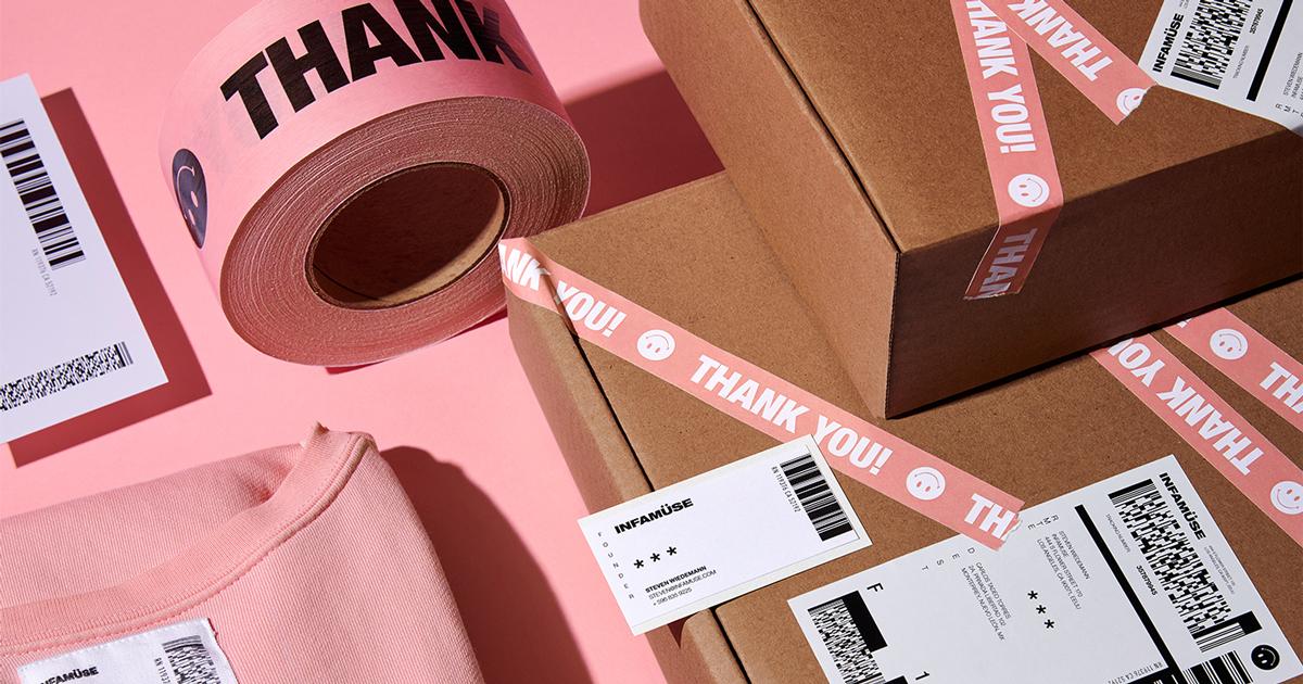 Infamuse: Cửa hàng thời trang đường phố sử dụng tông hồng dịu nhẹ