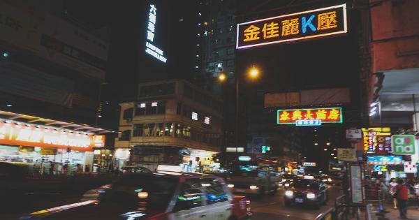 Câu chuyện đi tìm bản sắc từ những chiếc đèn neon cuối cùng của Hong Kong