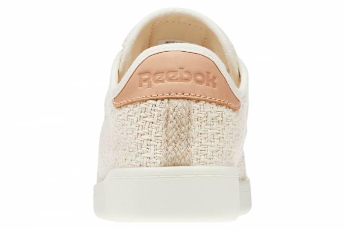 Trang phục thân thiện với môi trường đang ngày một gia tăng. Các thương hiệu đang triển khai nhiều phương án sáng tạo nhằm giảm tác động môi trường. Giày thể thao Cotton + Corn của Reebok đại diện cho bước tiến phát triển bền vững của ngành giày.