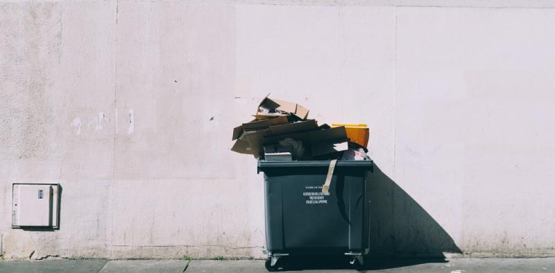 14 vật dụng bạn không nên vứt vào thùng rác