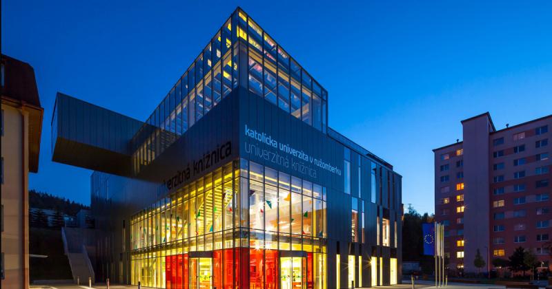 Thư viện hiện đại của trường đại học tại Slovakia