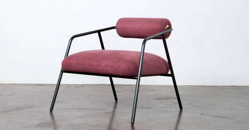 Cyrus - Chiếc ghế tựa với tinh thần tối giản đầy nữ tính từ District Eight