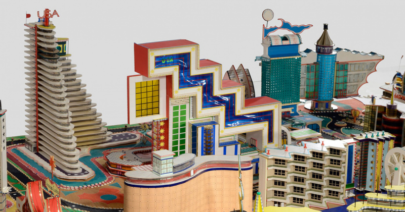 Isek Kingelez và những mô hình kiến trúc vị lai làm từ vật liệu phế phẩm