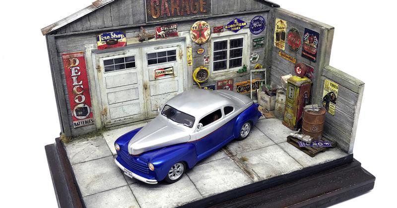 Bản sao thu nhỏ siêu chân thật của chiếc xe Ford đời 1946 trong garage kiểu Mỹ