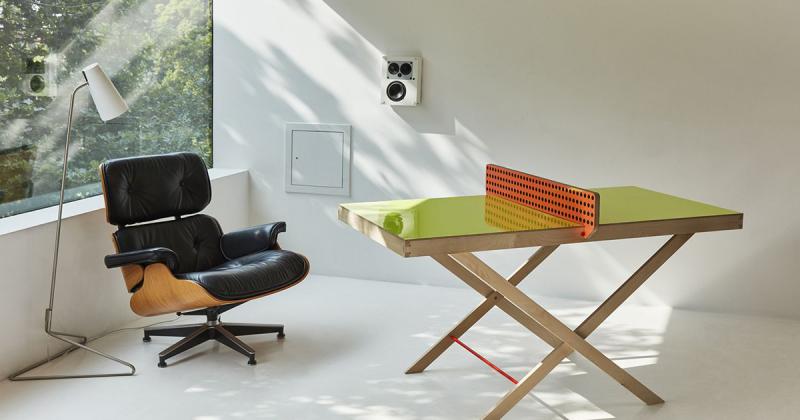 Chiếc bàn bóng treo tường cho không gian chật hẹp nơi đô thị