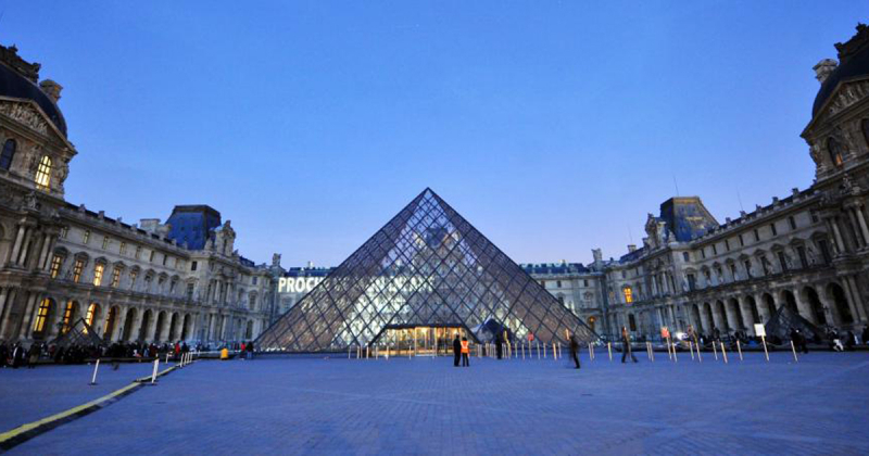 10 đại công trình của kiến trúc sư quá cố thiết kế nên Kim tự tháp Louvre tại Paris