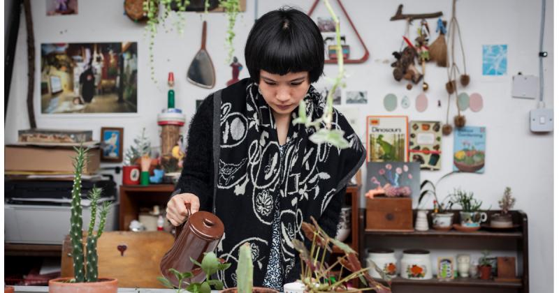 Ting Cheng và bộ ảnh What's up plant? - niềm vui từ sự sắp đặt vô cớ
