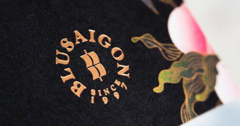 BLUSaigon - Những chiếc cúc áo xà cừ đến từ «Hòn ngọc viễn Đông»