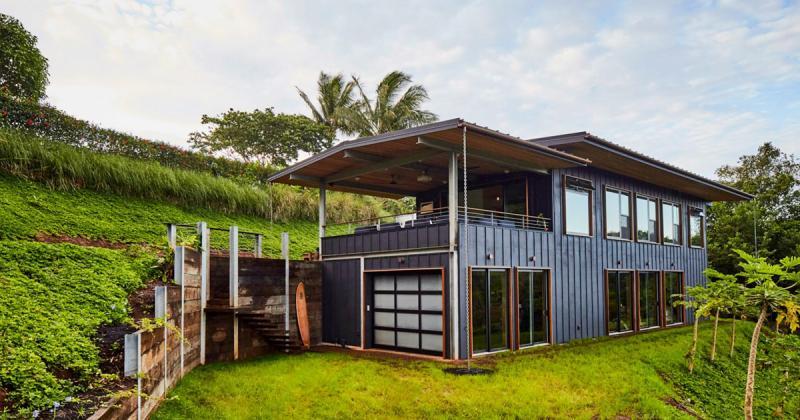 Ngôi nhà Hawaii tạo ra điện và nước còn nhiều hơn nó tiêu thụ
