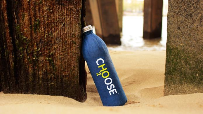 Phát minh mới: Chai nước tan trong biển sau 3 tuần