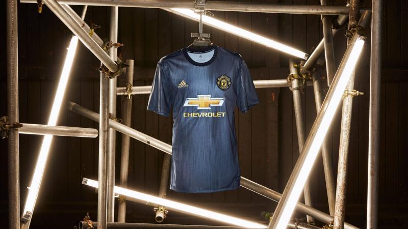 Adidas ra mắt bộ đồng phục Manchester United làm từ rác nhựa đại dương