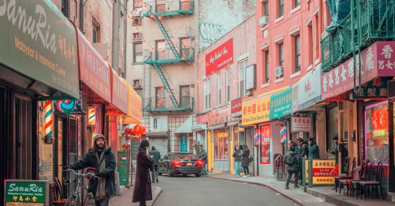 Dạo quanh khu phố Tàu ở New York giữa sương sớm