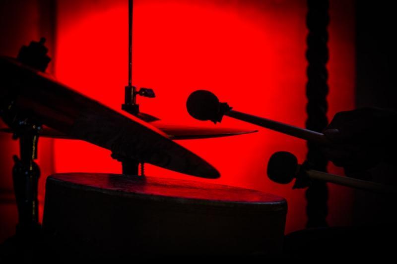 Màu đỏ - màu của sự sống, lòng nhiệt thành và niềm kiêu hãnh