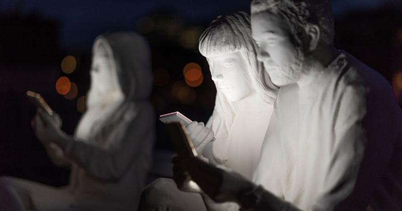 Absorbed by Light - Khi mọi người đều đắm chìm vào ánh sáng điện thoại