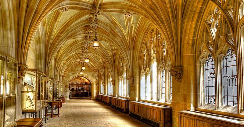 Thư viện tưởng niệm Sterling mang đậm lối kiến trúc Gothic