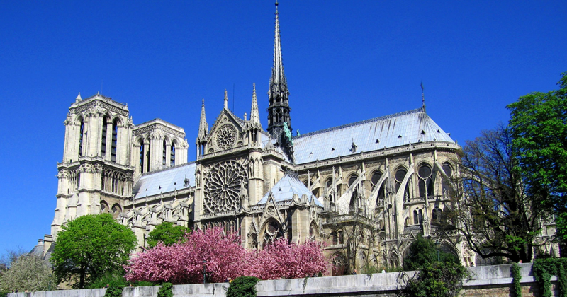 Nhìn lại những hình ảnh tuyệt mỹ của nhà thờ Đức Bà qua thăng trầm lịch sử