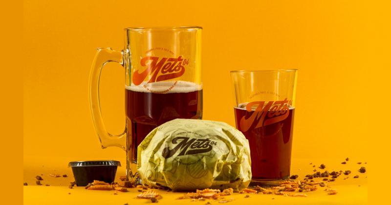 Làm mới lại bộ nhận diện của cửa hàng burger Mets 04