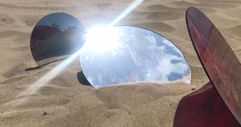 """Buổi biểu diễn """"Sympoiesis"""" trên bãi biển Santa Monica xoá nhoà ranh giới nghệ thuật và thiên nhiên"""