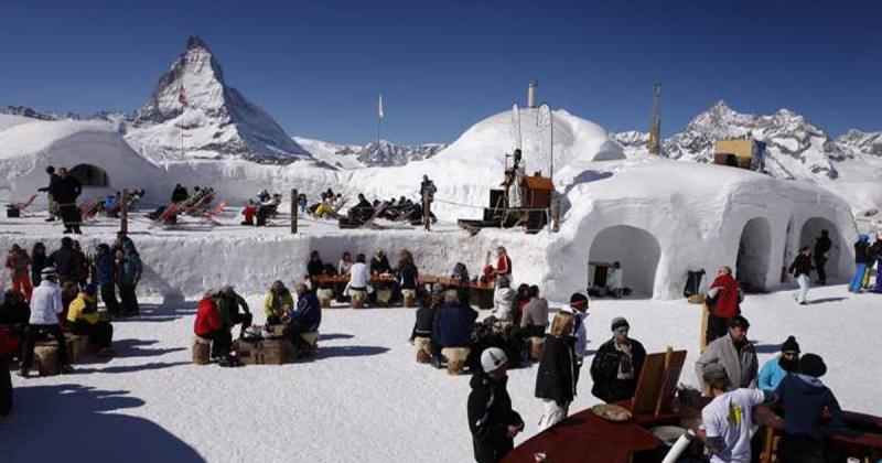 Ngôi làng Iglu-Dorf tại dãy Apls với những ngôi nhà igloo cho khách du lịch