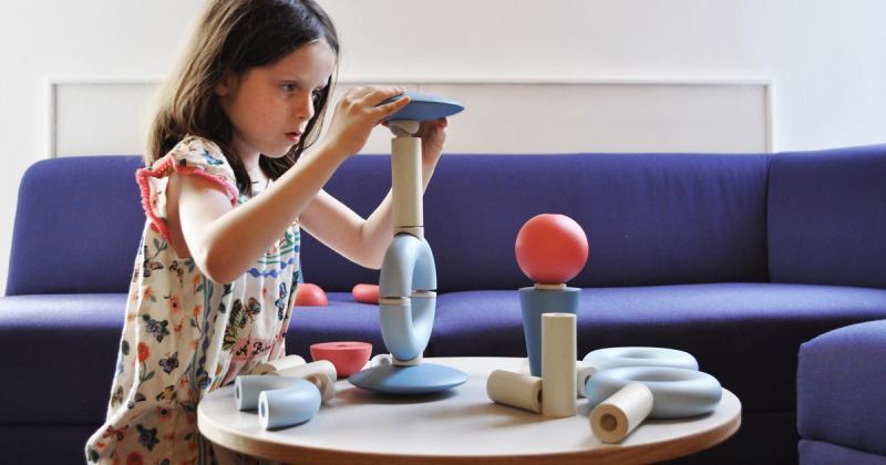 Bộ trò chơi ghép đồ vật khuyến khích trẻ em sáng tạo của Alessandra Romario