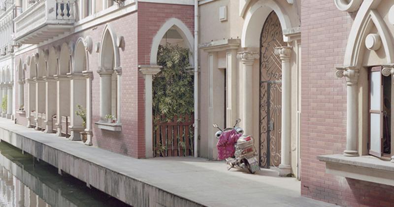 """Bộ ảnh """"Shanzhai"""" tái hiện lại những công trình 'kiến trúc sao chép' ở Trung Quốc"""