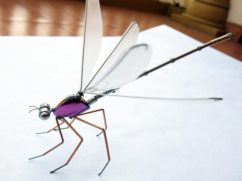 Đỗ Minh Khoa và đam mê chế tác côn trùng từ kim loại