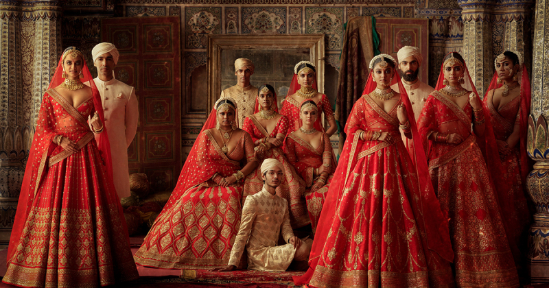 SABYASACHI tôn vinh sự tinh tế của trang phục truyền thống Ấn Độ trong bối cảnh hiện đại