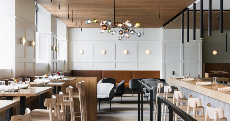 Nhà hàng Cortina tối giản mà vẫn sang trọng bằng cách tận dụng tối đa ánh sáng tự nhiên