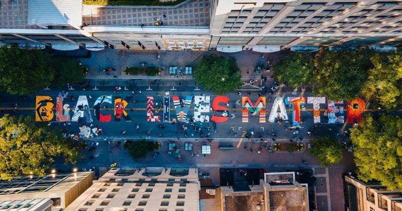 Phong trào vẽ tranh tường Black Lives Matter vươn mình mạnh mẽ trên khắp nước Mỹ