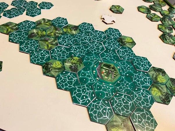 'Cá sấu lên bờ' - trò chơi dân gian được cải tiến thành board game trí tuệ