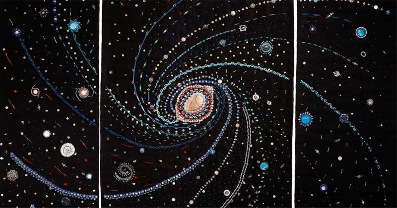 Vũ trụ dệt nên từ mũi kim và  hạt cườm lấp lánh của Margaret Nazon
