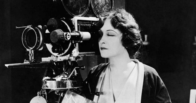 Nghịch lý về nhân vật nữ mạnh mẽ và nữ quyền méo mó trong phim ảnh