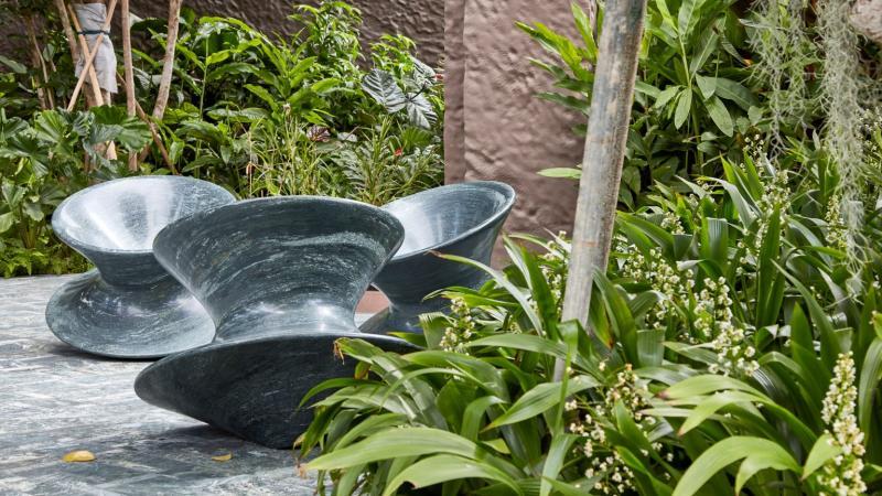 Ghế đá tinh xảo được chế tác từ khối đá siêu cứng tại Singapore