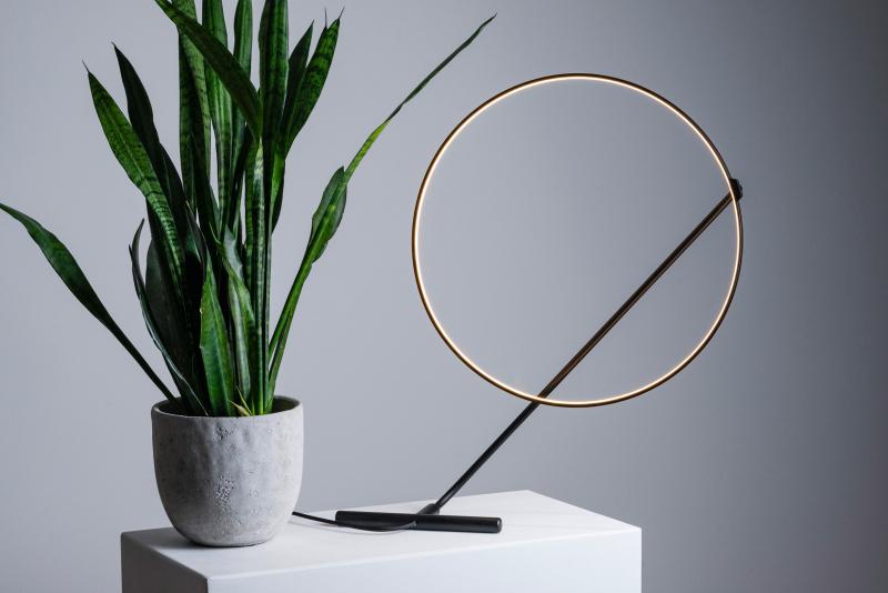 Poise, chiếc đèn tròn linh hoạt khiến bạn muốn chơi đùa với ánh sáng