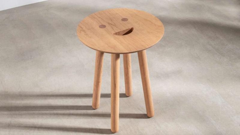 Smile Stool - Chiếc ghế đẩu 'Nụ cười' mang lại niềm vui cho mùa dịch